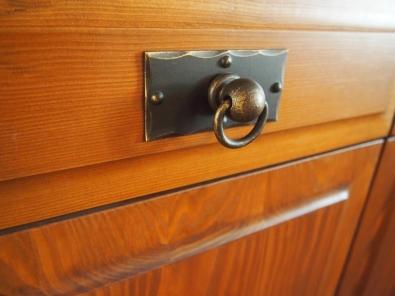 Rustikálna komoda detail zásuvky