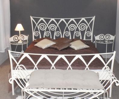 Postel a nočný stolík Ronda