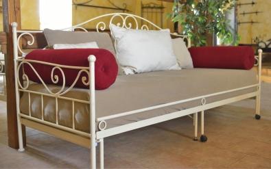 Pohovka Malaga na každodenné spanie (na fotografii rozkládacia verzia)
