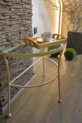 Polkruhový stolík Andalusia v krémovej farbe