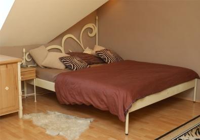 Kovová postel Cartagena, farba krémová so zlatou patinou