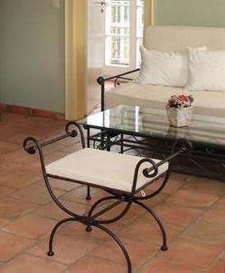 Rustikálna taburetka Malaga kov čierna