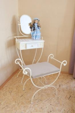 Rustikálna taburetka Malaga kov krémová