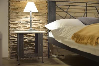 Nočný stolík Valencia