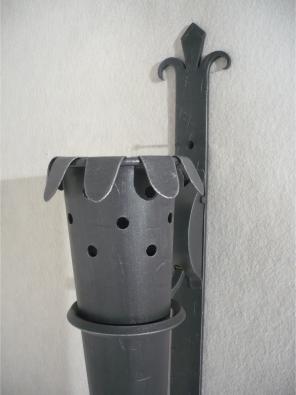 Ručne kovaná nástenná lampa