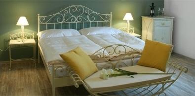 Kovová postel Malaga