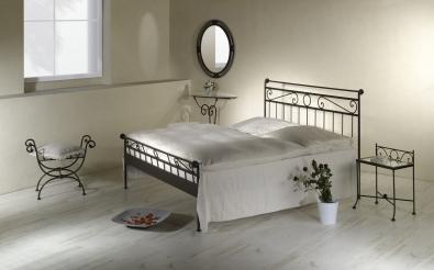Kovaná posteľ