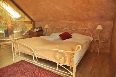 Kovaná postel Siracusa krémová