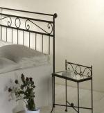 Nočný stolík ROMANTIC so sklom