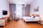 kovové postele a hotelový nábytek z produkce IRON-ART, hotel Zámek Svijan